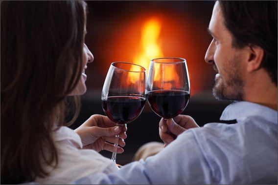 Romantischer-Abend-mit-knisterndem-Kaminfeuer-Kamin-Biofire